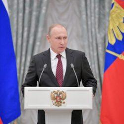 Путин согласился подумать о масштабной амнистии к президентским выборам