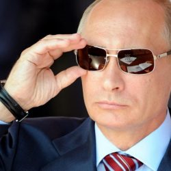 Государственный корабль России стремительно  и мягко меняет курс навстречу шторму