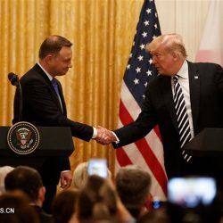 """Трамп """"серьезно"""" размышляет о размещении на территории Польши постоянной военной базы США"""