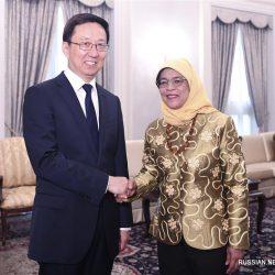 Хань Чжэн находился с визитом в Сингапуре и сопредседательствовал на заседаниях по двустороннему сотрудничеству