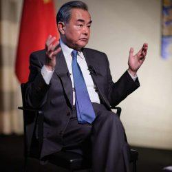 США давят на Huawei, боясь стремительного развития компании -- Ван И