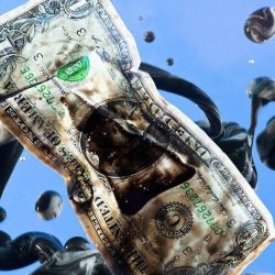 Сила США в долларе, но это и их кощеева игла